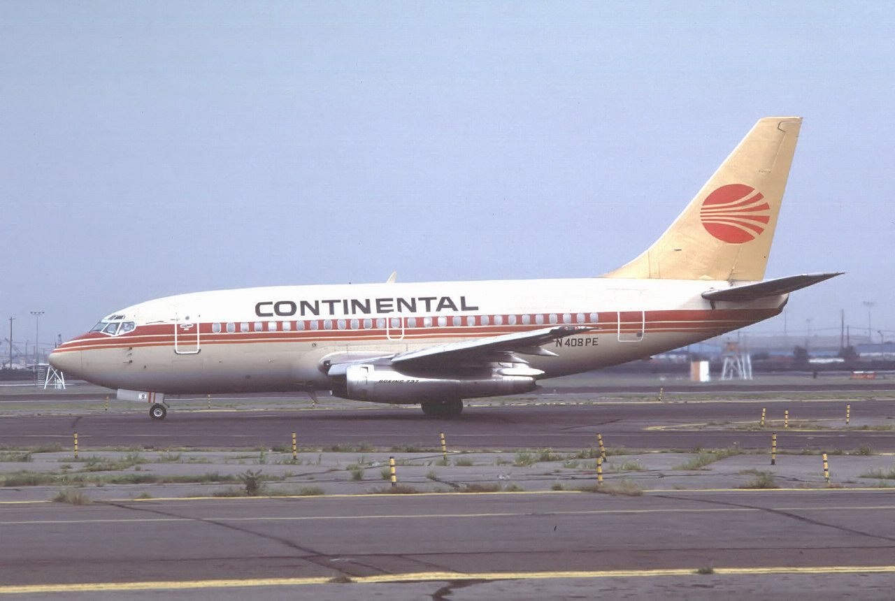 http://www.airlines-airliners.de/airliners/b737_100/n408pe.jpg